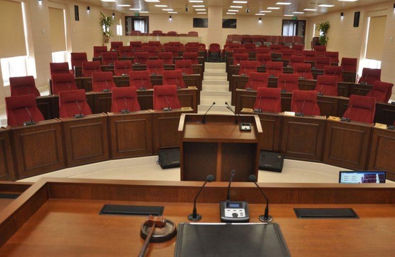 Meclis son toplantısını tamamlayamadan tatile girdi