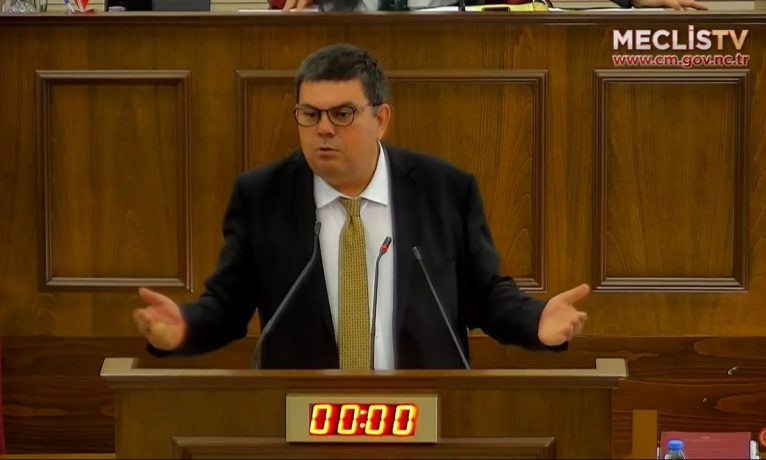 UBP, basını kıskaca alan yasanın değiştirilmesine karşı çıktı
