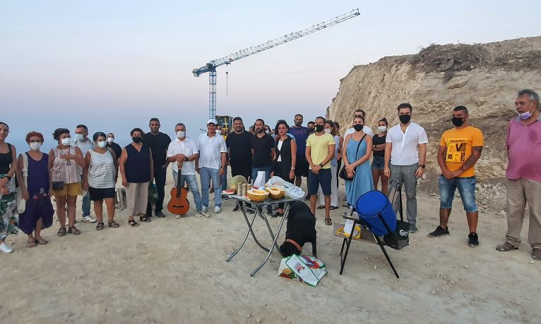 Çevreciler Girne'de piknik yaptı