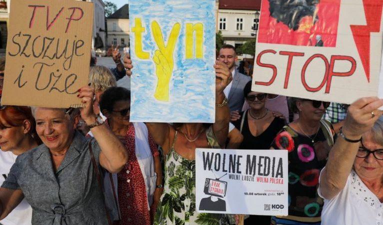 Polonya'da parlamento yabancı medya kuruluşlarını yasaklayan tasarıyı onayladı