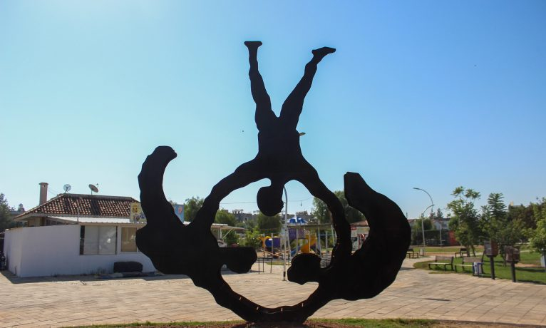 """""""Herkes İçin Sanat Heykel Rezidansı"""" yarışmasını kazanan sanatçıların heykelleri Dr. Fazıl Küçük parkına yerleştirildi"""