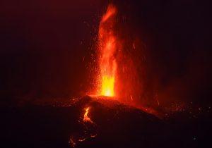 Kanarya Adaları'ndaki yanardağ felaketi havadan görüntülendi (Video)