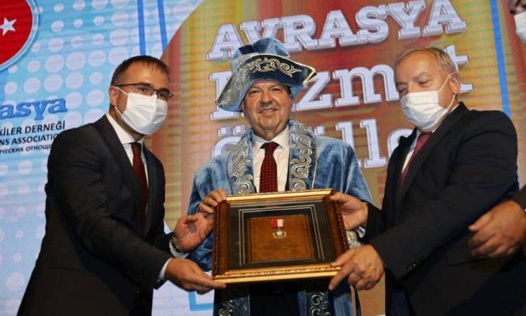 İş dünyası 'gezmeye' giden Tatar'ı kınadı!